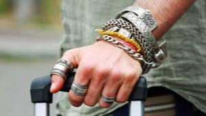 Кольцо на большом пальце у мужчины: что означает и кто носит?