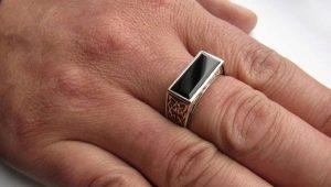Кольцо на среднем пальце у мужчины: что означает и кто носит?