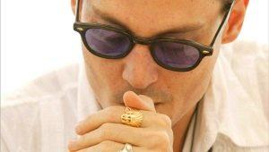 Кольцо на указательном пальце у мужчины