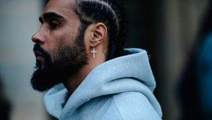 Серьга в левом ухе у мужчины: кто и почему носит?