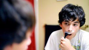Как правильно сбрить усы?