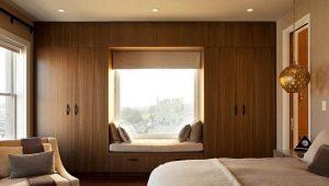 Дизайн и обустройство спален с двумя окнами