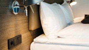 Как расположить розетки в спальне?