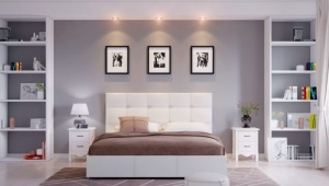 Полки в интерьере спальни
