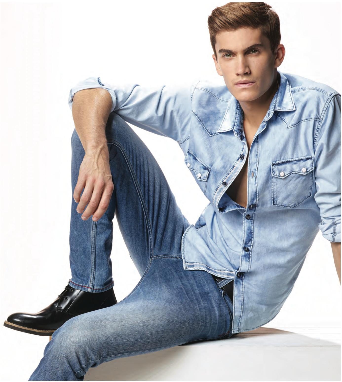 фото мужчин моделей в светлых джинсах необходимо выбрать заказать