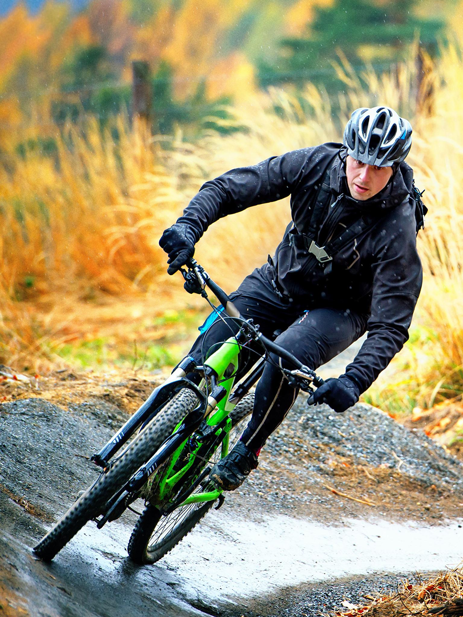 помощью таких фото мужчина на велосипеде адреса