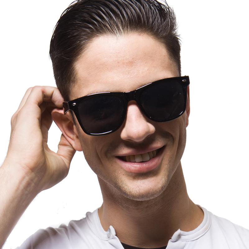 фото мужчин улыбающихся в темных очках площадка спортангара