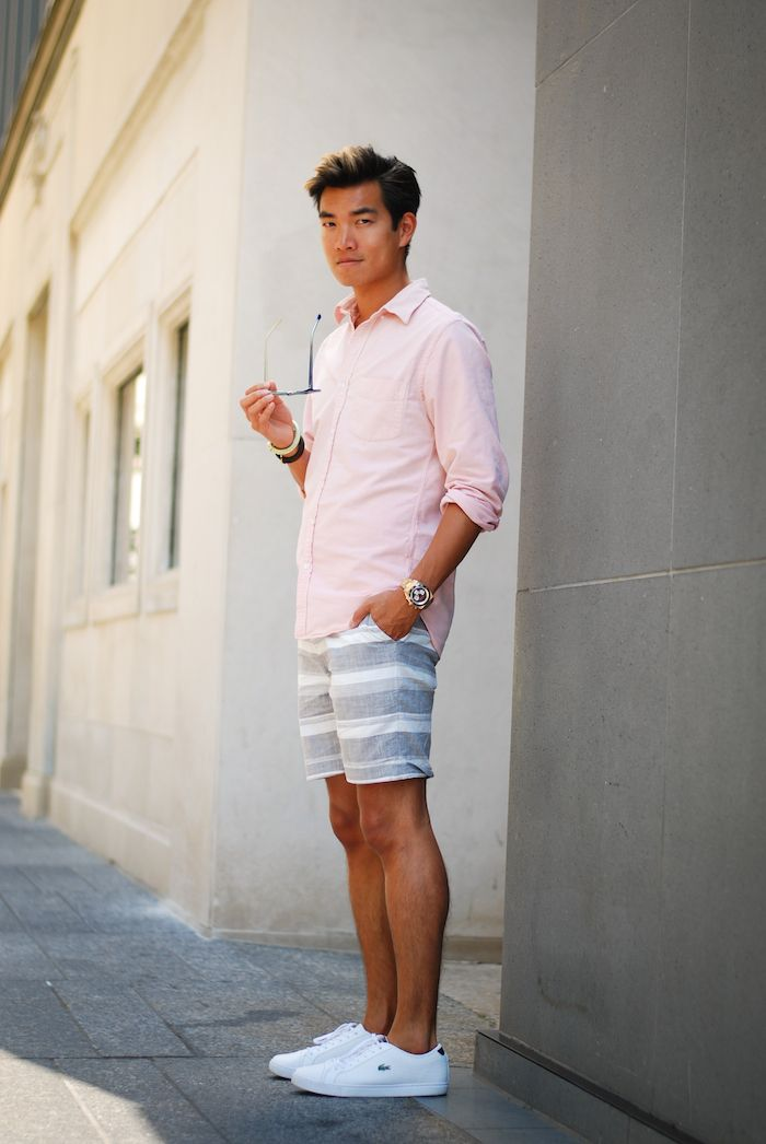 с чем сочетать белые брюки мужские